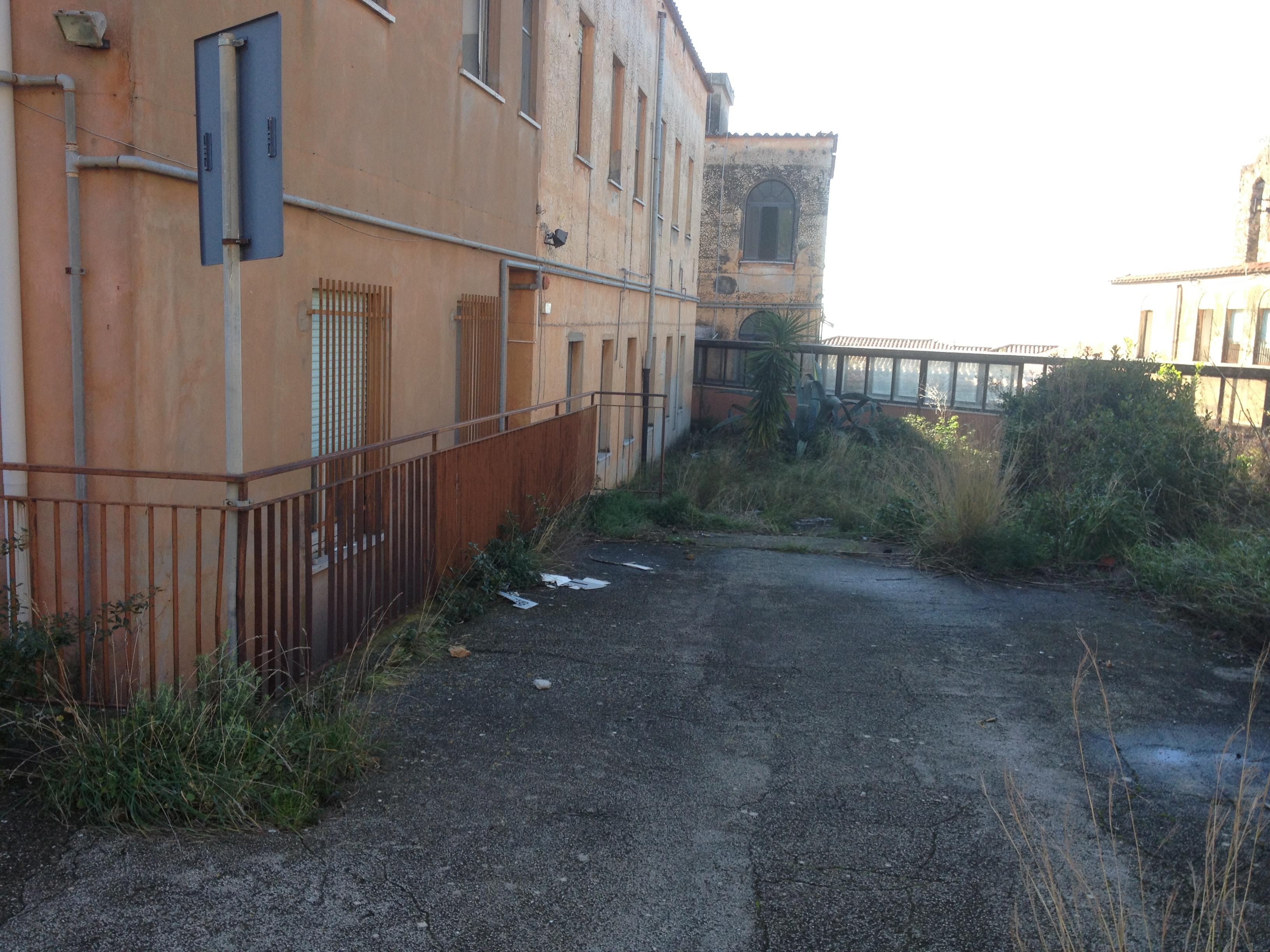 Il vecchio ospedale di terracina un pericolo pubblico for Alto pericolo il tuo account e stato attaccato